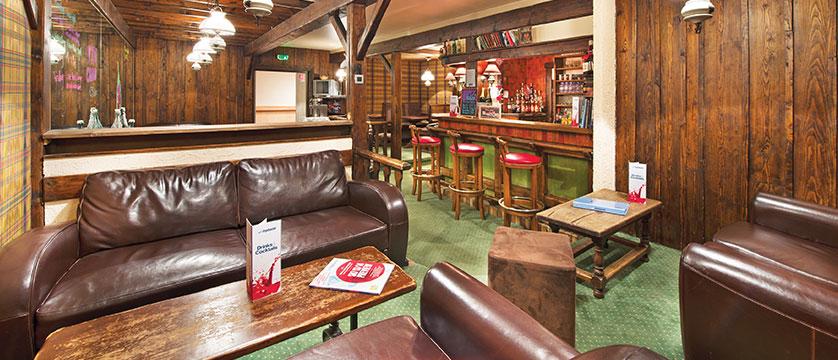 france_three-valleys-ski-area_courchevel_chalet-hotel-les-anemones_bar-lounge.jpg